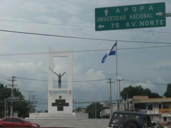 """Estatua """"La Chulona"""", San Salvador"""
